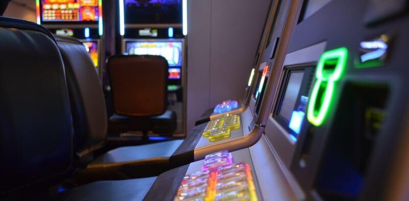 las máquinas tragaperras en el casino